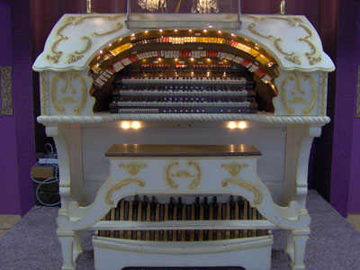 Click here to download a 2048 x 1536 JPG image showing the console of  the 3/12 Grande Page Theatre Pipe Organ at Pipe Organ Paradise.