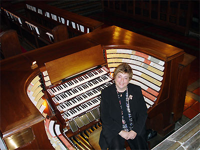 Click here to download a 922 x 691 JPG image showing Meredith Baker at the console of the West Point Military Academy's Cadet Chapel 4/380 M�ller Church Pipe Organ.