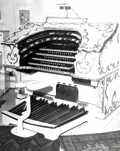 Click here to download a 1144 x 1438 JPG image showing the console of the 4/15 Grande Page Theatre Pipe Organ installed at the Embassy Theatre in Fort Wayne, Indiana.