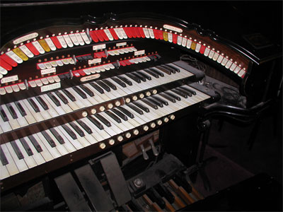 Click here to download a 2048 x 1536 JPG image showing the San Bernardino 2/10 Style 216 Mighty WurliTzer Theatre Pipe Organ.