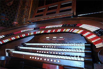Click here to download a 800 x 533 JPG image showing the keydesk of the 3/10 Mighty WurliTzer Theatre Pipe Organ<BR>installed at the Palace Theatre in Marion, Ohio.