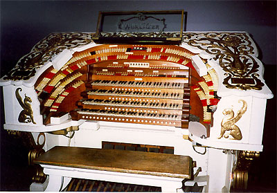 Click here to download a 843 x 587 JPG image showing the console of the Saint Louis Fox Theatre's 4/36 Mighty WurliTzer Theatre Pipe Organ.