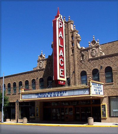 Click here to download a 899 x 1024 JPG image showing the entrance to the Palace Theatre in Marion, Ohio.