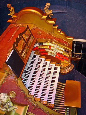 Click here to download a 768 x 1024 JPG image showing the massive console of the 5/80 Mighty WurliTzer Theatre Pipe Organ at  van der Mer Manor.
