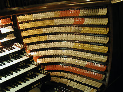 Click here to download a 2048 x 1536 JPG image showing the right stop sweep of the 4/380 M�ller Church Pipe Organ.