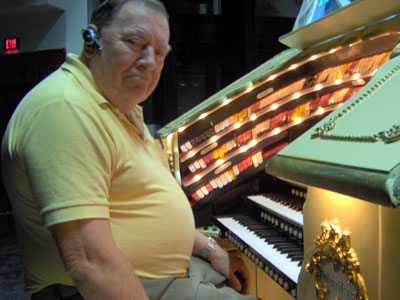 Click here to download a 2048 x 1536 JPG image showing Warren Thomas, OATOS Chapter President at the 3/18 Mighty WurliTzer Theatre Pipe Organ.