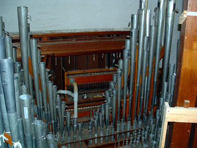 Click here to download a 2048 x 1536 JPG image showing the pipework of the 3/15 Mighty WurliTzer Theatre Pipe Organ installed in the auditorium of Williams High School in Burlington, North Carolina.