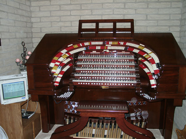 Click here to download a 2048 x 1536 JPG image of the famous 5/36 Mighty WurliTzer installed at the Brown Residence in Phoenix, Arizona.