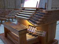 Click here to download a 2576 x 1932 pixel image showing the console of the 4 manual Dobson Opus 75 Pipe Organ at the Cathedral of Our Lady of the Angels where Jonas Nordwall gane a concert on July 2, 2005.