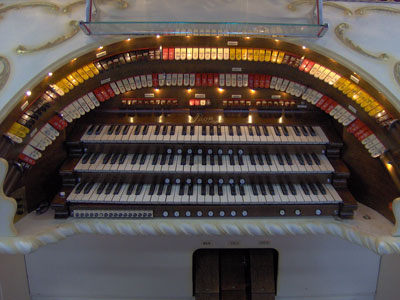 Click here to download a  2048 x 1536  JPG image showing the stop sweep of the 3/12 Grande Page Theatre Pipe Organ belonging to Johnnie June Carter.