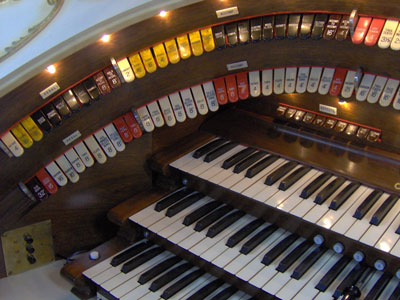 Click here to download a 2048 x 1536 JPG image showing the left bolster of the 3/12 Grande Page Theatre Pipe Organ console.