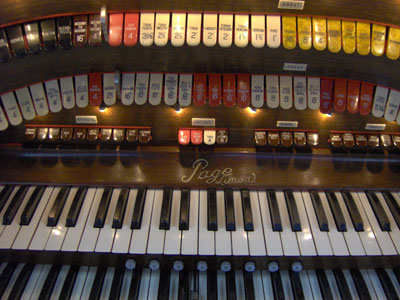 Click here to download a 2048 x 1536 JPG image showing the center bolster and back rail of the 3/12 Grande Page Theatre Pipe Organ console.