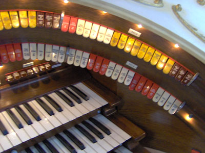 Click here to download a 2048 x 1536 JPG image showing the right bolster of the 3/12 Grande Page Theatre Pipe Organ console.