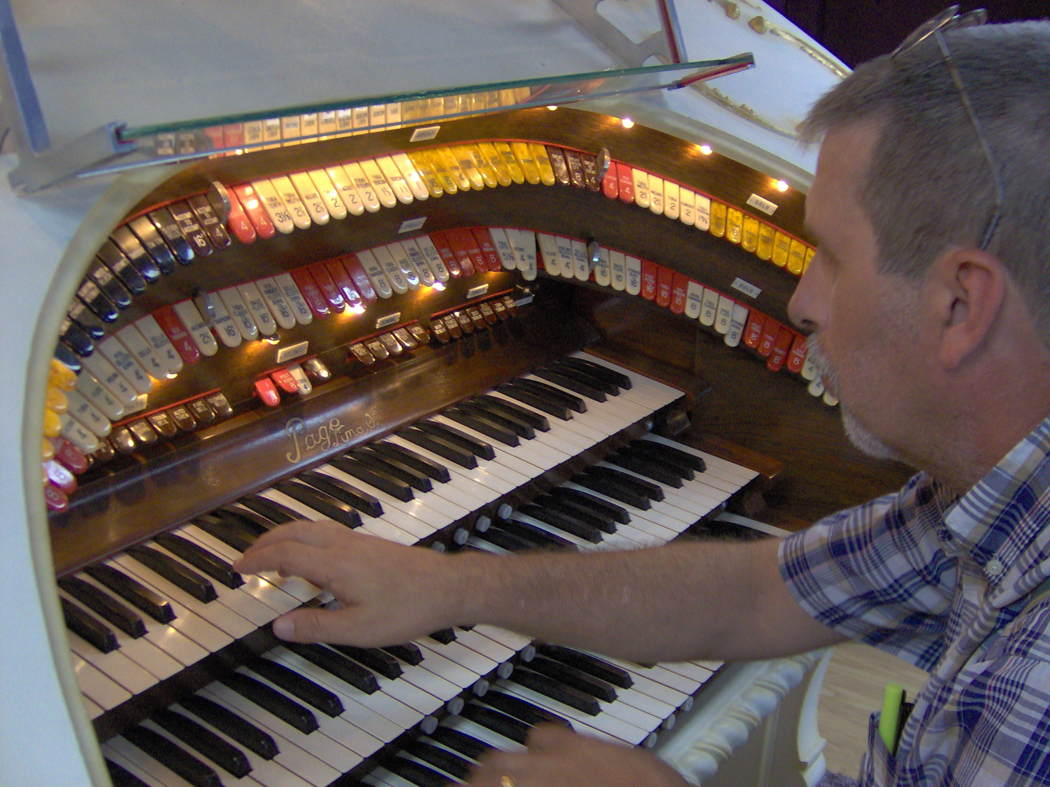 Click here to download a 2048 x 1536 JPG image showing Tom Hoehn at the console of the 3/12 Grande Page Theatre Pipe Organ.