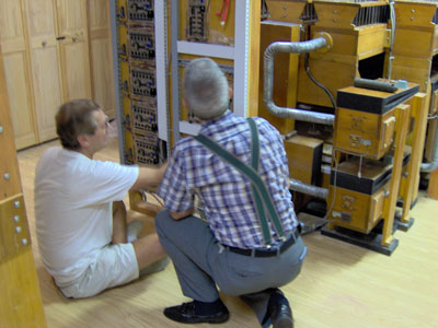 Click here to download a 2048 x 1536 JPG image showing Dennis Werkmeister and Tom Hoehn inspecting the Arndt controller and Z-Tronics solid state relay.