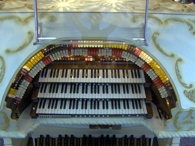 Click here to download a 2048 x 1536 JPG image showing the stop sweep of the beautiful 3/12 Grande Page Theatre Pipe Organ installed at Johnnie June Carter's Pipe Organ Paradise.