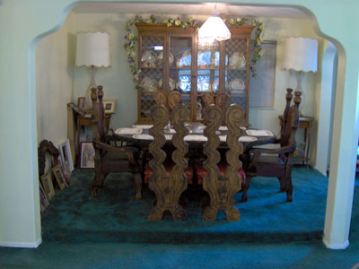 Click here to download a 2048 x 1536 JPG image showing the dining room of Johnnie June Carter's fine home, where many tasty meals are served.