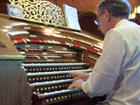 Click here to download a 2576 x 1932 JPG image of Len Rawle at the console of the 4/52 Mighty WurliTzer Theatre Pipe Organ at Agoura Organ House.