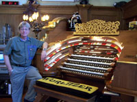 Click here to download a 2576 x 1932 JPG image of John Ledwon posing with his wonderful 4/52 Mighty WurliTzer Theatre Pipe Organ.