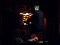 Click here to download a 2576 x 1932 JPG image of Lyn Larsen at the Allen LL324Q Digital Theatre Organ.