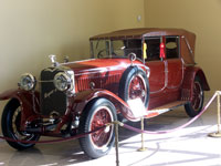 Click here to download a 2576 x 1932 JPG image of one of the many automobiles in the Nethercutt collection.