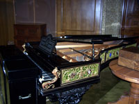 Click here to download a 2576 x 1932 JPG image of the ornately decorated grand piano connected to the organ via MIDI.