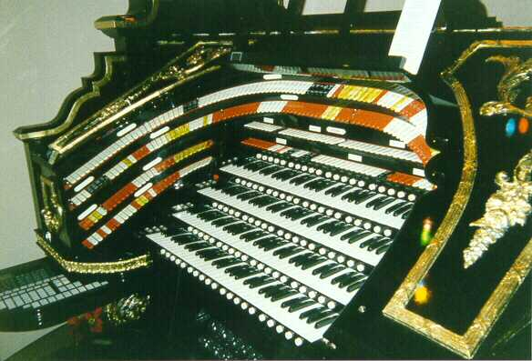 Click here to visit the Organ Stop Pizza feature page at theatreorgans.com.
