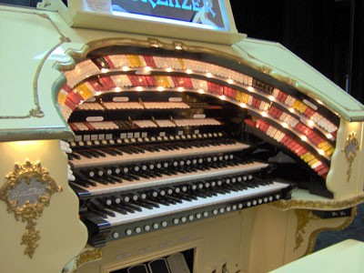 Click here to download a 2048 x 1536 JPG image showing the console of the 3/18 Mighty WurliTzer Theatre Pipe Organ.
