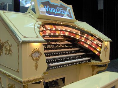 Click here to download a 2048 x 1536 JPG image showing the keydesk of the 3/18 Mighty WurliTzer Theatre Pipe Organ.