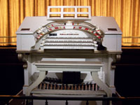 Click here to download a 2576 x 1932 pixel JPG image of the 3/14 Mighty wurliTzer at the Orpheum where Bob Mitchell accompanied the silent movie Wings.