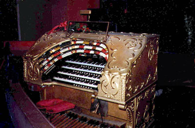 Click here to download a 1768 x 1159 JPG image showing the console of the largest Grande Page Theatre Pipe Organ ever built.