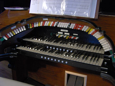 Click here to download a 2048 x 1536 JPG image showing the keydesk of the beautiful 2/9 Mighty WurliTzer Theatre Pipe Organ installed at the Pinellas Park Auditorium in Pinellas Park, Florida.