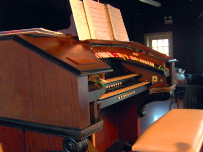 Click here to download a 2048 x 1536 JPG image showing the console of the beautiful 2/9 Mighty WurliTzer Theatre Pipe Organ installed at the Pinellas Park Auditorium in Pinellas Park, Florida.