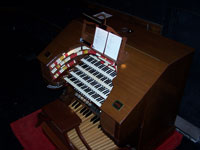 Click here to download a 2576 x 1932 pixel image showing the console of the 4/35 WurliTzer Special Opus 2103 Theatre Pipe Organ played by the 2005 ATOS Young Organist Competition winners.
