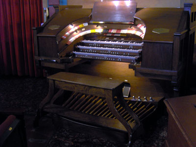 Click here to download a 2048 x 1536 JPG image showing the console of the 3/12 Robert Morton Theatre Pipe Organ.