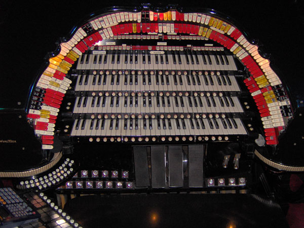 Click here to download a 2048 x 1536 JPG image showing the stop sweep of the Roaring 20's Pizza and Pipes 4/42 Mighty WurliTzer Theatre Pipe Organ.