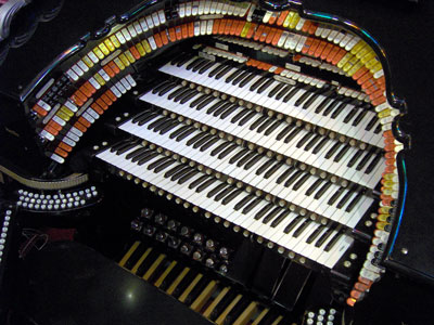 Click here see all the Theatre Pipe Organs featured at Walnut Hill!