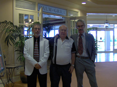 Click here to download a 2048 x 1536 JPG image of Tom Hoehn, Papa Bill and the Bone Doctor in front of the Palm Grill between concerts.
