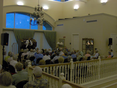 Click here to download a 2048 x 1536 JPG image of Tom Hoehn speaking to the audience prior to the second show.