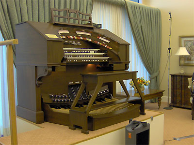 Click here to download a 2048 x 1536 JPG image showing the magnificent console of the Mighty Allen 3/17EX Digital Theatre Organ installed at the Woodlands Retirement Community in Shellpoint, Florida.