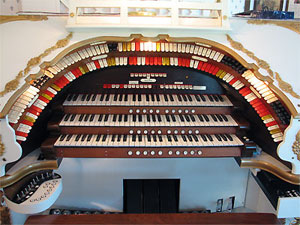 Click here to learn more about the 3/17 Mighty WurliTzer Theatre Pipe Organ installed at the Dorothy Steiner Residence in Baltic, Ohio.