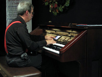 Click here to download a 640 x 480 JPG image showing Tom Hoehn warming up before the show at the console of the Roland Atelier Digital Organ.