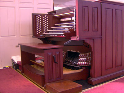 Click here to download a 2592 x 1944 JPG image showing the console of the majestic 4/93 Rodgers/Ruffatti/Wicks Church Pipe Organ installed at the First United Methodist Church in Clearwater, Florida.