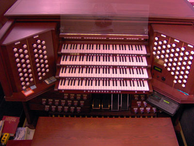 Click here to download a 2592 x 1944 JPG image showing the keydesk of the majestic 4/93 Rodgers/Ruffatti/Wicks Church Pipe Organ installed at the First United Methodist Church in Clearwater, Florida.
