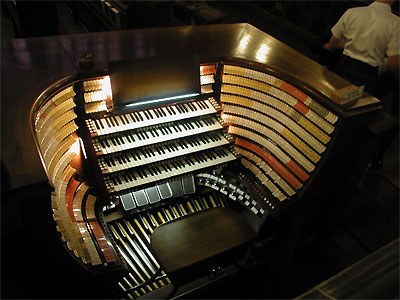 Click here to download a 2048 x 1536 JPG image showing the console of the West Point Military Academy Cadet Chapel 4/380 M�ller Church Pipe Organ.
